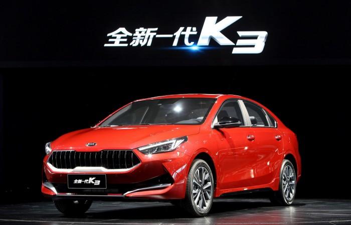 "afffa76ba كشفت ""شركة كيا"" في الصين عن سياراتي كيا K3 وK3 الكهربائية الهجين وذلك خلال  معرض السيارات، المقام في شنغهاي، 2019"