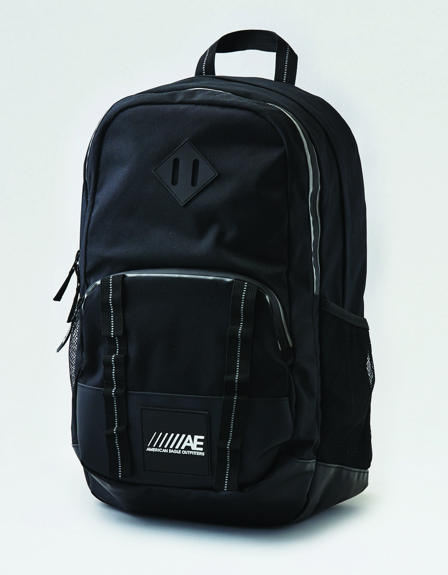 AE - M - Accessories - SPORT BAG - Black - triple pocket - reflective taping around zipper - black rubber bottom - ////AE AL Tracked